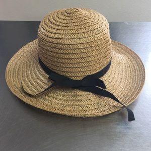Accessories - Beautiful tan straw hat  (H59)